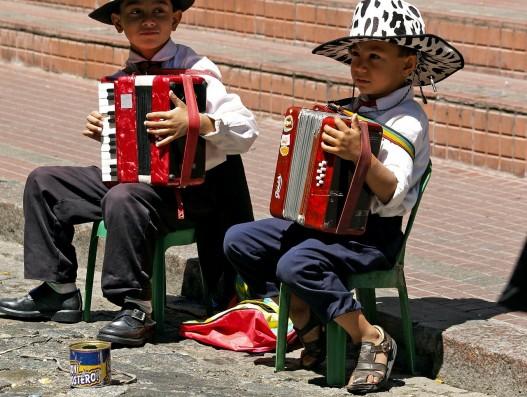 Buesnos aires children playing brasil banita tour