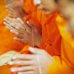 Thai-Monk-blessing