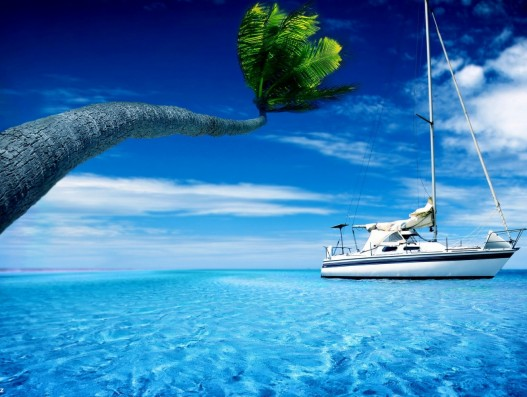 yacht-in-the-blue-sea