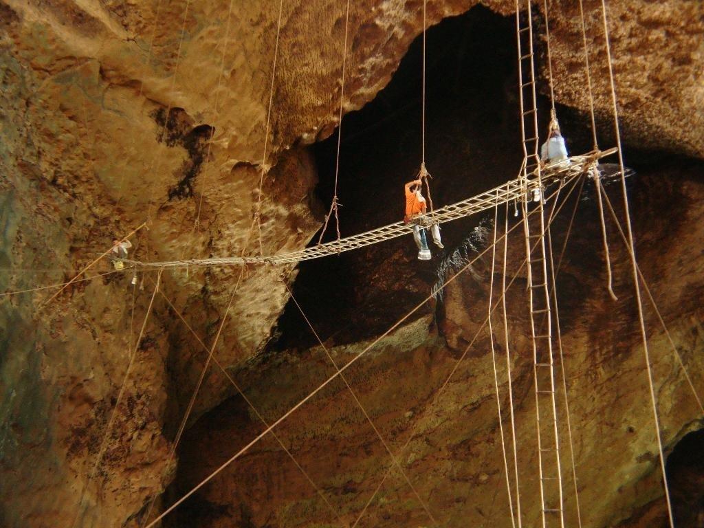 Gomantong_Caves_malaysia