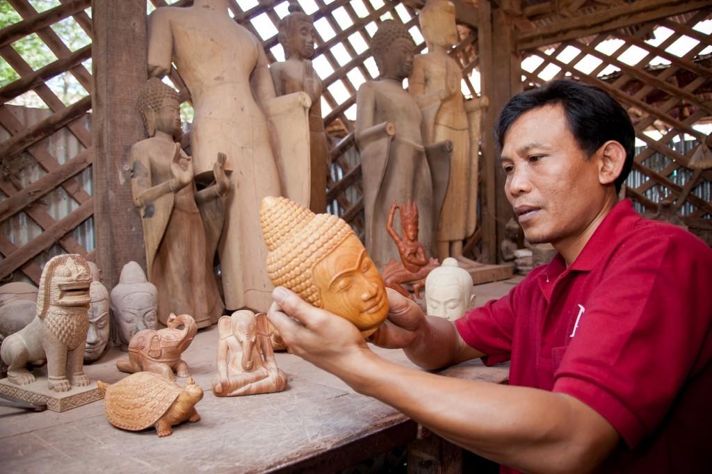 Les Artisans d Angkor Chantiers Ecoles Siem Reap Cambodia Craft Banita Tour