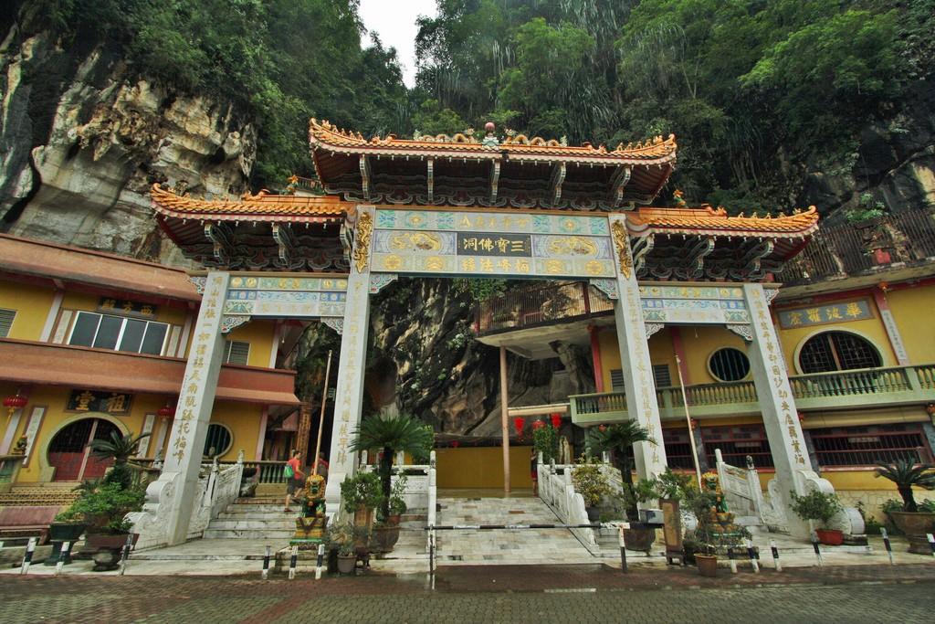 Sam Poh Tong Cave Temple Malaysia Asia Banita Tour
