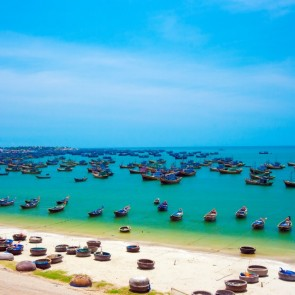 mui-ne-boats-and-beach