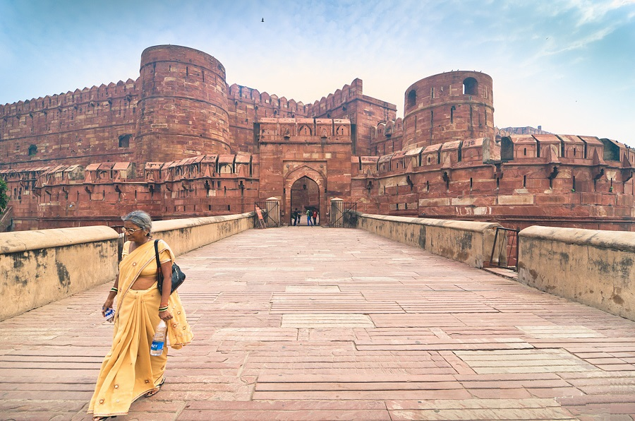 Agra fort india woman banita tour