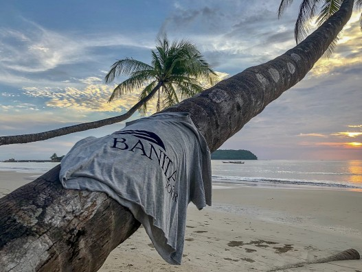 Banita Tour SHirt in Ngapali beach Thailand Travel Exotic Asia Bengal Bay Sand